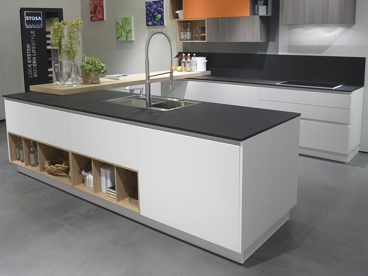 Новые рабочие поверхности кухни из FENIX NTM